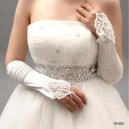 red prom gloves 2019 - New White Ivory Red Cheap Beaded Applique Lace Fingerless Wedding Bridal Gloves Prom Formal Evening Cocktail Gloves for