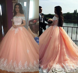Barato Vestido De Lantejoulas-Off The Shoulder Ball Gown Quinceanera Vestidos Vintage Peach Debutante Lace Appliqued Puffy Prom Vestidos Sequins Masquerade Pageant Dress