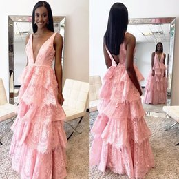 Barato Vestidos De Renda Rosa Pálido-Junoesque Pale Pink Long Prom Vestido Lace Floor Length Preço barato 2018 Homecoming Vestidos Tiered Fashion Lady Gown Para Casamentos Festa
