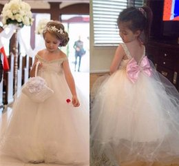 Archets Mignons Bon Marché Pour Les Filles Pas Cher-Cute Flower Girl Dresses for Weddings 2017 V Neck Beaded Sequins Tulle Girls Pageant Robe avec Bow First Communion Robes Cheap