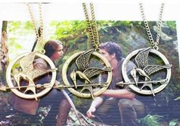 Mockingjay hunger gaMes pendant online shopping - 800pcs The Hunger Games Necklaces Inspired Mockingjay And Arrow Pendant Necklace Authentic Prop imitation Jewelry Katniss Movie D800