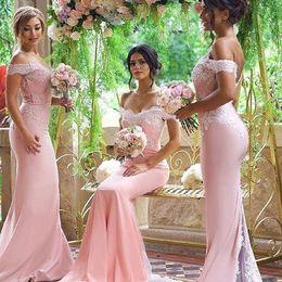 Rosa barato vestidos de dama de honra 2021 off ombro lace apliques sereia vestido de dama de honra de volta botão varrer treinar vestidos formais vestidos de noite desgaste em Promoção