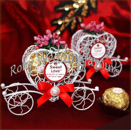 Purple Green Candy Box Canada - FREE SHIPPING 120PCS Personalized Metal Heart Carriage Candy Boxes Finished Products Wedding Party Favors Table Setting Decoration Ideas
