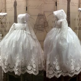 Barato Vestidos Longos Do Baptismo Do Laço-Lace Ball Gown Vestidos de batismo para bebés Manga comprida Appliqued 2018 Vestidos de batismo com Bonnet Communication Flower Girls Dress