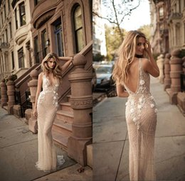 Sexy Nude V Pas Cher-2018 Style Modeste Nude Robes de mariée Dentelle Beadings Bohemian V Neck Sleeves Backless Boho Robes de mariée Sweep Train Custom Made