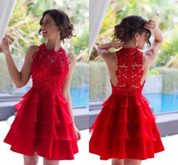 Barato Cockato De Festa De Organza Curto-New Arrival 2017 Red Short Cocktail Dresses Jewel Neck Mini Vestidos de Festa com Lace Appliques Tiered Graduation Homecoming Dresses