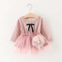 Barato Mangas Compridas Verticais-Autumn Baby Girls Dresses Bowknot Lace Vertical Striped Dress For Babies Girl manga comprida algodão Kids Party Baby Dress Cinzento Rosa A7371