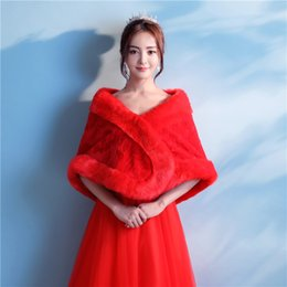 Barato Casaco De Bolero Vermelho-Hot Sale Mais recente Fals Fur Red Bridal Wedding Jacket Winter Warm Bridal Bolero Wedding Shawl Bridal Wraps For Wedding