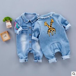 Barato Manga Longa Denim-Baby Boys Girls Jeans Blue Romper Jumpsuit FALL Inverno Manga comprida Baby Boys Vestuário Denim Giraffe Rainbow Romper Boys Jumpsuit Outfits