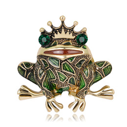 Barato Casaco Verde China-Vintage Crown Green Rhinestones Olhos Frog Brooch Insect Toad Broches Para Homens Mulheres Kids Sweater Scarf Coat Jóias Pins Scarf fivela