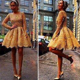 Barato Vestidos De Manga Longa Curtos E Brilhantes-Impressionante 2016 Golden Shiny Short Graduation Cocktail Dresses Sequins Crew Neck com Long Sleeuses Illusion Girls 'Party Prom Gowns BA2918