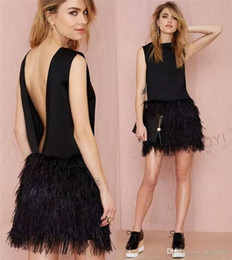 Barato Penas Pretas Do Vestido Do Clube-2017 Sexy Little Black Girls Feather Party Dresses Cocktail Gowns Evening Mini Backless Satin Fashion Short Homenagem Formal para Mulheres