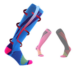 knee high compression running socks UK - 2017 Contrast Color Stripe Long-Cylinder Treadmill Compression Stockings Nylon Vein Pressure Riding Football Marathon Knee-High Socks