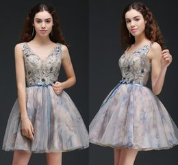 see through lace sleeveless bridesmaid dress 2019 - Printed New Designer Short Prom Dresses See Through Top V Neck Cocktail Party Gowns Lace Up Low Back Mini Short Homecomi