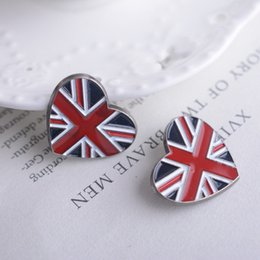 $enCountryForm.capitalKeyWord Canada - Korean version of the British Heart-shaped Torx suit alloy brooch pin badge shirt customized British flag brooch