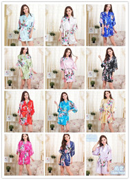 Venta al por mayor de 14 colores S-XXL Ropa de dormir de seda japonesa del kimono de la seda de las mujeres atractivas del pijama de la ropa de noche de la ropa de noche del quimono de la flor D713
