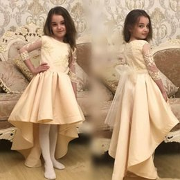 Barato Vestidos Manga Longa Desfile Barato-Champagne High Low Girls Pageant Vestidos Lace Appliques Sheer Long Sleeves Flower Girl Vestidos para casamento com Tulle Sash Cheap Baby Dress