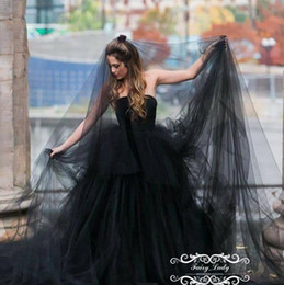 Barato 3m Véu Macio-Vogue Long 3M Black Gothic Wedding Bridal Veils Para Mulheres 2018 One Layer Soft Tulle Cut Edge Photostudio Party Gowns
