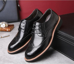 Formal Man Leather Shoes Flat Canada - New Men Dress Shoes Formal Wedding Genuine Leather Shoes Retro Brogue Business Office Men's Flats Oxfords For Men