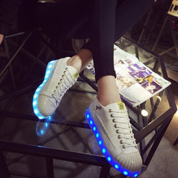 Barato Korean Girls Shoes Venda-Hot Sale Estilo coreano ama 7 cores luminosas Casual LED Shoes menina de carregamento USB Multi Color fluorescente Sneakers
