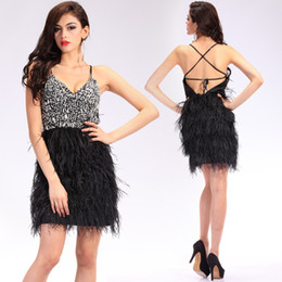 Barato Penas Pretas Do Vestido Do Clube-2018 Sexy Fashion Little Black Dresses Short Cocktail Party Feather Spaghetti Straps Backless Mini Beaded Formal Homecoming Prom Gowns