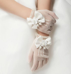 Hollow Fingers Canada - Hot Children Gloves Hollow Out Pearl Flower Bowknot Finger Gloves Child Girls Floral Butterfly Mittens Kids Wedding Party Accessories Beige