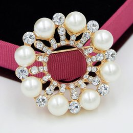 High Quality Fancy Gold Plated Imitation Pearl Round Flower Brooch Clear Crystals  Rhinestone Women Wedding Bouquet Pins Factory Direct Sale! 4433f8769953