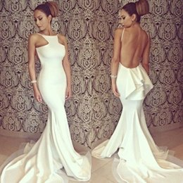 Trains Blancs Sans Vestiaire Pas Cher-Sexy Backless Mermaid Robes de bal 2017 Simple Little White Halter Neck Long Evening Party Robes avec train de balayage