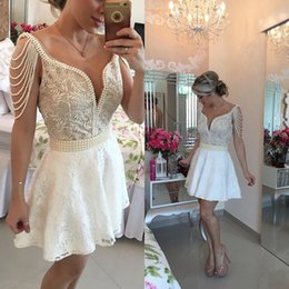 Robe De Retour En Dentelle Plus Taille Pas Cher-2016 Petite Robe de Cocktail Blanc V Neck Une Ligne Perles De Dentelle Backless Short Mini Prom Dress Plus Size Graduation Homecoming Robes BO9950