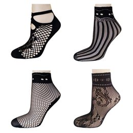 Barato Senhoras Meias Finas De Nylon-2017 Hot Selling Fashion Sexy Women Fishnet Mesh Socks Lady Girl Soft Black Lace Nylon Meia Thin Short Ankle Meias para o verão