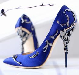 Venta al por mayor de Hojas de alta calidad de la bomba moda diseñador metálico punta estrecha zapatos de boda de la fiesta de lujo Mujer Runway Stiletto tacones altos bombas