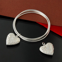 silver bracelet three hearts NZ - Factory direct wholesale 925 Sterling Silver three ring hanging heart-shaped box Bangle Bracelet Fashion Silver Bracelet