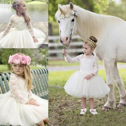 Longueur De Thé Pas Cher-2017 Lovely Ivory Lace Flower Girls Robes Longueur Longueur du Long Longue Illusion Sleeves V-Neck Girl Pageant Gowns First Communion Robes Pour Anniversaire