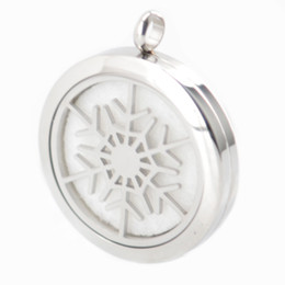 american oil UK - New Style Christmas Snowflake Aromatherapy Essential Oil surgical Stainless Steel Perfume Diffuser Locket Necklace with chain and pads