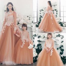 Discount little girl simple gown images - Cheap Simple Lace Appliques Flower Girl Dresses For Wedding Vintage Communion Gowns Bead Little Bride Dress