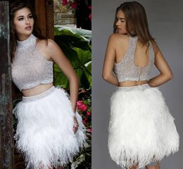 Barato Shorts De Pena Branca-2016 Sexy White Two Pieces Feather Beaded Homecoming Vestidos Jewel Beaded Backless Short Cocktail Party Vestido 8th Grade Prom Graduation Dress