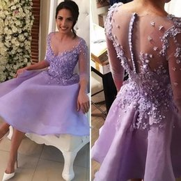 Lavanda Boda Té Longitud Vestidos Baratos-Lavender té longitud vestidos de dama de honor cortos 2018 Sheer Neck mangas largas encaje Appliques Maid of honor vestidos de boda baratos invitados Guest Wear