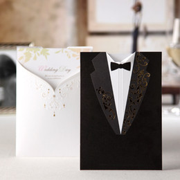 Cartes De Fêtes Bon Marché Pas Cher-2016 Custom Made Cheap Wedding Invitations Black Suits de style d'or broderie blanche lettres Cartes d'invitation pour les cartes de fête d'anniversaire