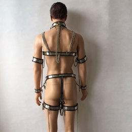 Barato Tipo Terno Macho-HOT BDSM Suit Male T-type Chastity Belt + Collar + algemas + Cuffs + Cuecas de tornozelo + Butt Plug + Catheter Tube + Bra