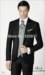 Manteau À Manches Minces Pas Cher-Vente en gros - dernières maillot de survêtement Designs Noir et gris Slim Fit Groom Tuxedos Groomsman Hommes Combinaisons de mariage Bridegroom (Veste + Pantalons + Cravate + Veste)