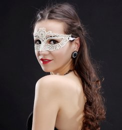Couverture De Robe En Dentelle Blanche Pas Cher-Femmes Filles dentelle blanche Masques Sexy élégant Masque pour les yeux de boule de mascarade Carnival Fancy Party Demi Visage Couverture Halloween / Fête de Noël Dress Up