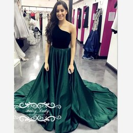 Jupe Volant Rouge Femmes Pas Cher-One Shoulder Black Top Dark Green Skirt Robes de soirée 2017 Red Carpet Long Ruffles A Line Sweep Train Satin Women Prom Dress Gown