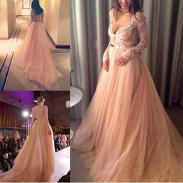 Barato Vestidos De Noite De Tul Com Mangas Compridas-Light Pink Color Sexy V neck Lace Long Sleeves Evening Prom Dresses Tulle A linha Designer Style Evening Gown Sleeved