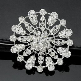 $enCountryForm.capitalKeyWord Canada - Vintage Stylish Rhodium Tone Clear Crystal Big Alloy Flower Wedding Women Brooch Hot Selling Luxury Lady Bouquet Pins Cheap Wholesale