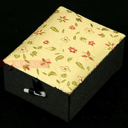 $enCountryForm.capitalKeyWord Canada - Luxury Decorative Pendant Jewelry Gift Box Display Case Chinese Floral Silk Brocade Craft Cardboard Packaging Boxes