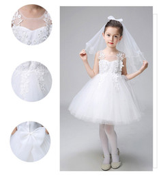 Barato Vestido De Bebê Bordado Branco-Hot Sale Flower Girl Dress Little Princess vestido oco Bordado Bow Crianças roupas de casamento Bebés Meninas Branco Tulle Comunhão Vestido