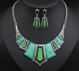 Barato Conjuntos De Colar Brincos Cinza-New Arrival Jewelry Set Red / Green / Blue / Gray Cor Resina Pedras Epoxy Necklace + Earrings Mulheres Fashion Geometric Necklaces Small Wholesale