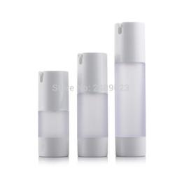 Venta al por mayor de 15 ml 30 ml 50 ml Botella sin aire Frosted Bomba de vacío Loción Botellas recargables utilizadas para envase cosmético 10 unids / lote