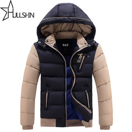 Vestes Imperméables Pour Parka Pas Cher-Vente en gros-2016 Épais Chaud Veste D'hiver Pour Hommes Imperméable Col Fourrure Parkas Manteau À Capuchon de haute qualité Style occidental Coton manteau WQ8868