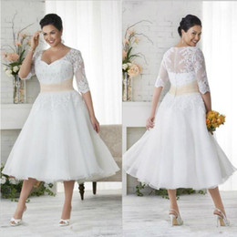 Wholesale Vintage Lace Appliques Plus Size Bohemian Wedding Dresses With Sheer Half Sleeves s V Neck Tea Length A Line Beach Bridal Gowns